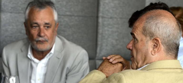 La sombra de la imputación por los ERE amarga las vacaciones a Griñán y Chaves