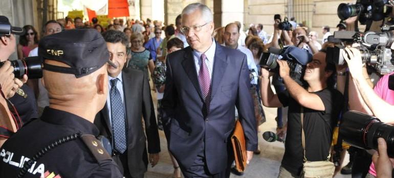 El exinterventor de la Junta pone contra las cuerdas a Chaves y Griñán