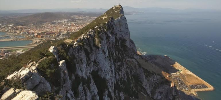 """Londres convoca al embajador español por una """"grave incursión"""" en aguas de Gibraltar"""