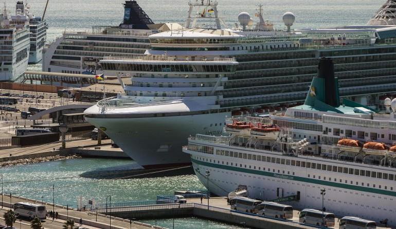 Por tierra, mar y aire: los cruceros 'revolucionan' el turismo de Málaga