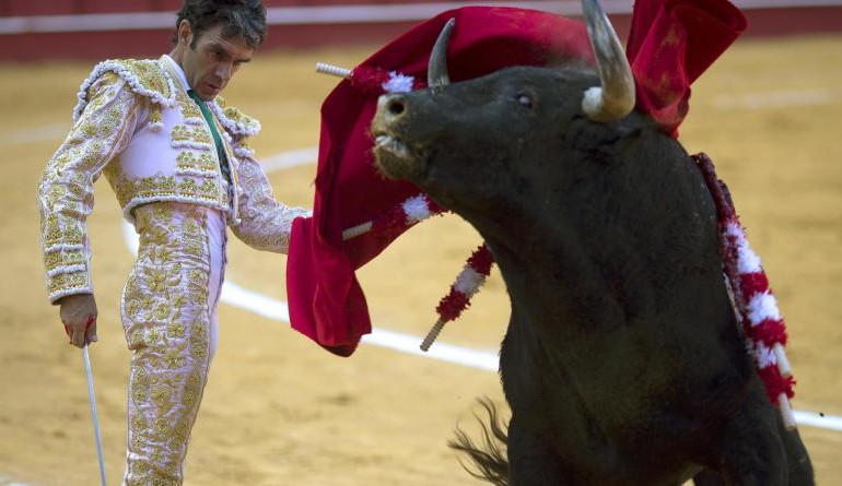José Tomás triunfa en la última corrida de Málaga con su arte del silencio valiente