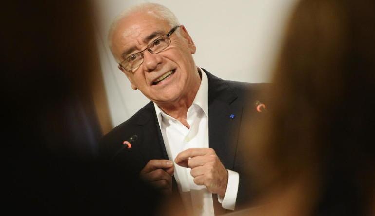 El consejero andaluz de Educación colocó a su secretaria y la regó de subvenciones