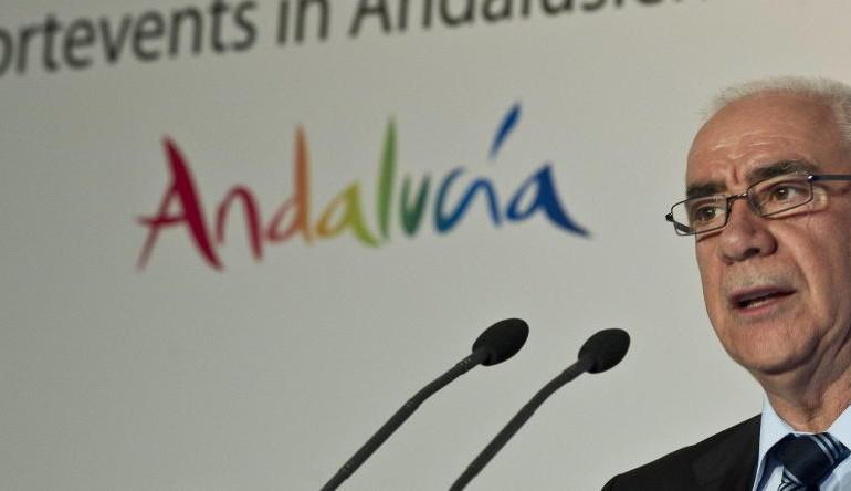 El consejero Alonso cambió el decreto de golf andaluz en beneficio del hijo de Chaves