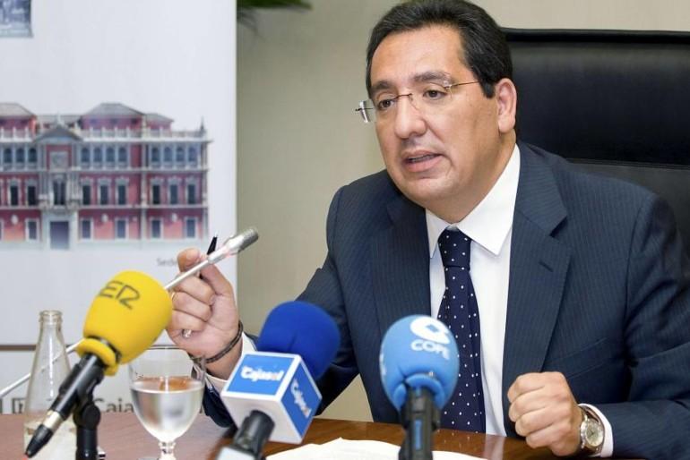 Junta y La Caixa esconden al presidente de la Fundación Cajasol, imputado por estafa