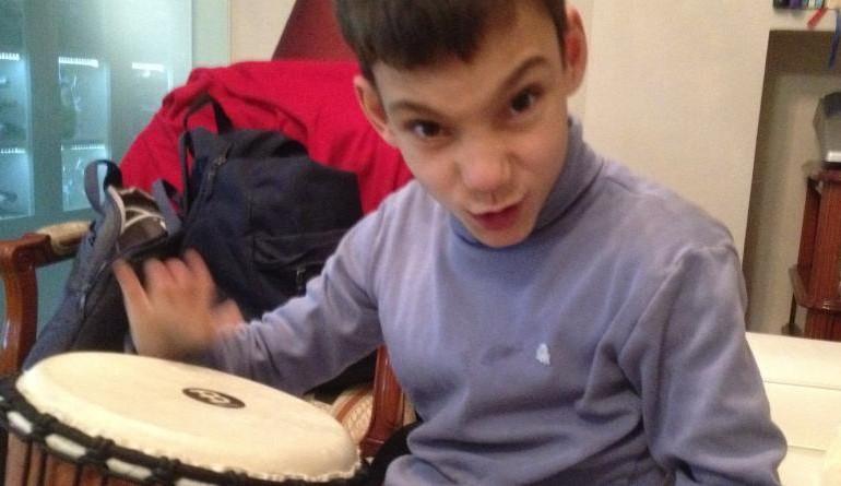 Adrián, la voz prodigio que arrasa en YouTube con más de 6 millones de visitas