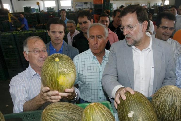 Dos procesos judiciales acorralan al líder del PP de Almería, elogiado por Rajoy