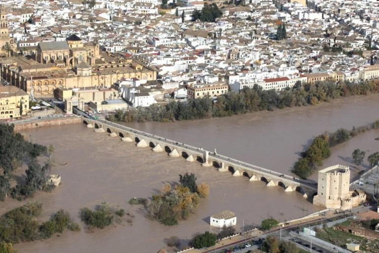 Investigan el inflado en 900.000 € de obras del Guadalquivir en Córdoba