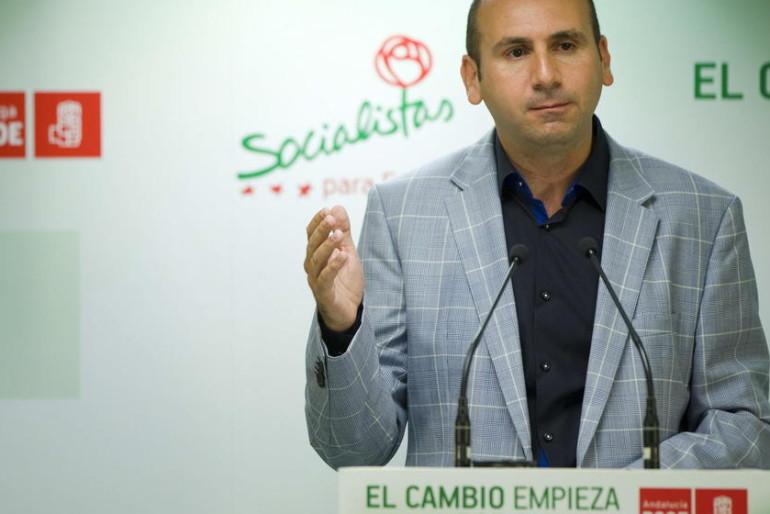 El 'número 3' del PSOE, acorralado por su piscina ilegal: exigen su dimisión