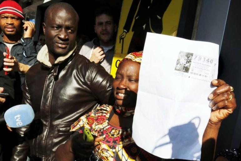 12.13 horas: el Gordo cambia la vida a un senegalés que llegó hace ocho años en patera