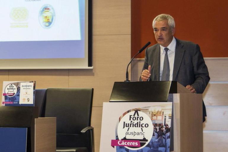 Perfil de Luis Pineda, presidente de Ausbanc