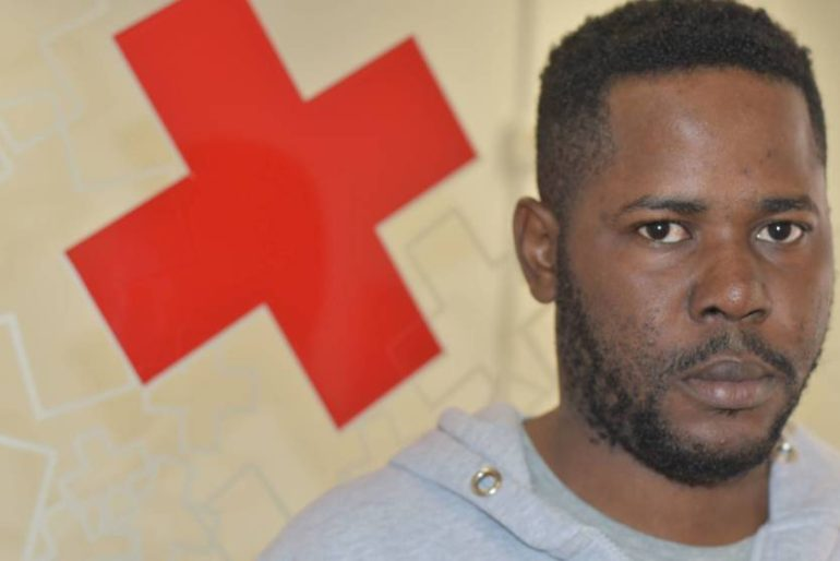 La historia de Mimbu, el periodista inmigrante que llegó en patera a Málaga
