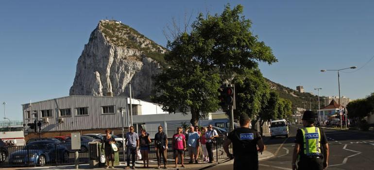 Los gibraltareños alimentan el conflicto y acusan de torturas a la Guardia Civil