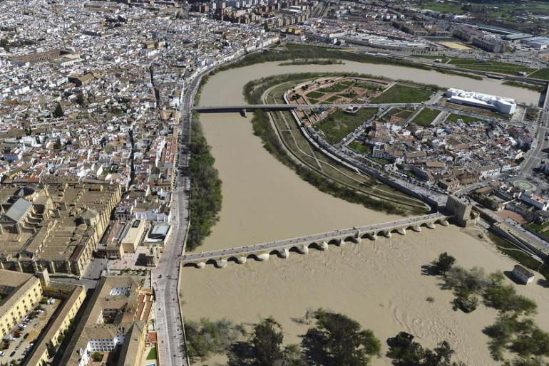Guadalquivir: el vestuario del personal o climatizar sedes son obras de «emergencia»
