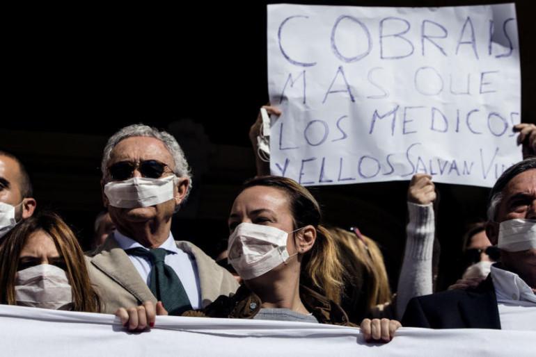 Semana Santa: Huelga de basura en Málaga y tensión contra los empleados de limpieza: ¡Alcalde, échalos!